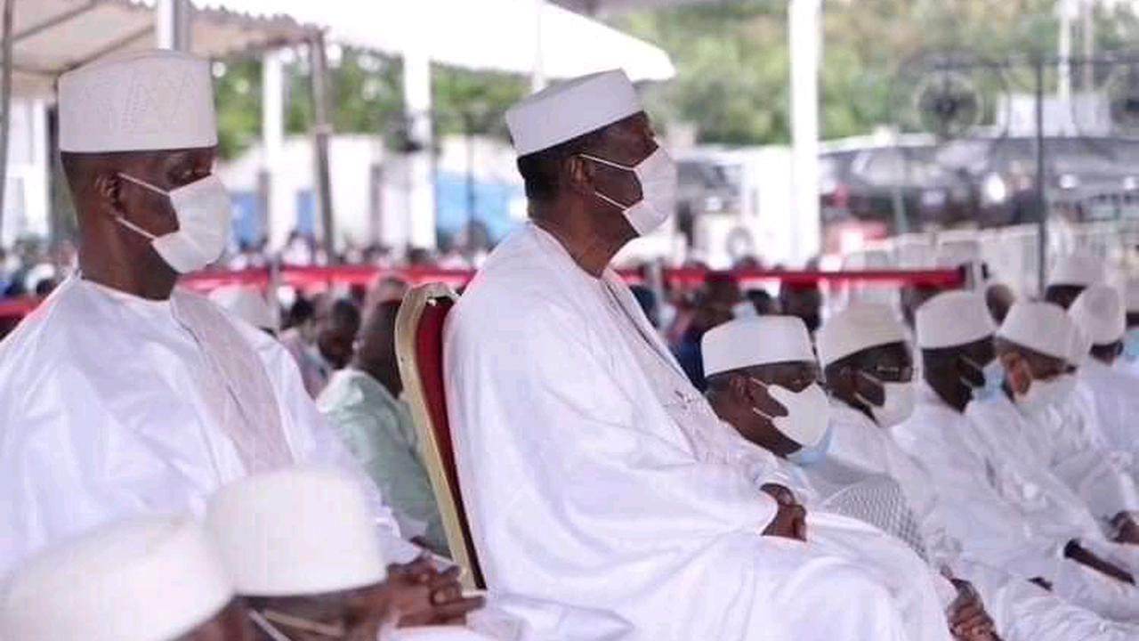 Jour de Tabaski: Ado a prié en étant assis sur une chaise, voici ce que dit l'Islam à propos de ça!