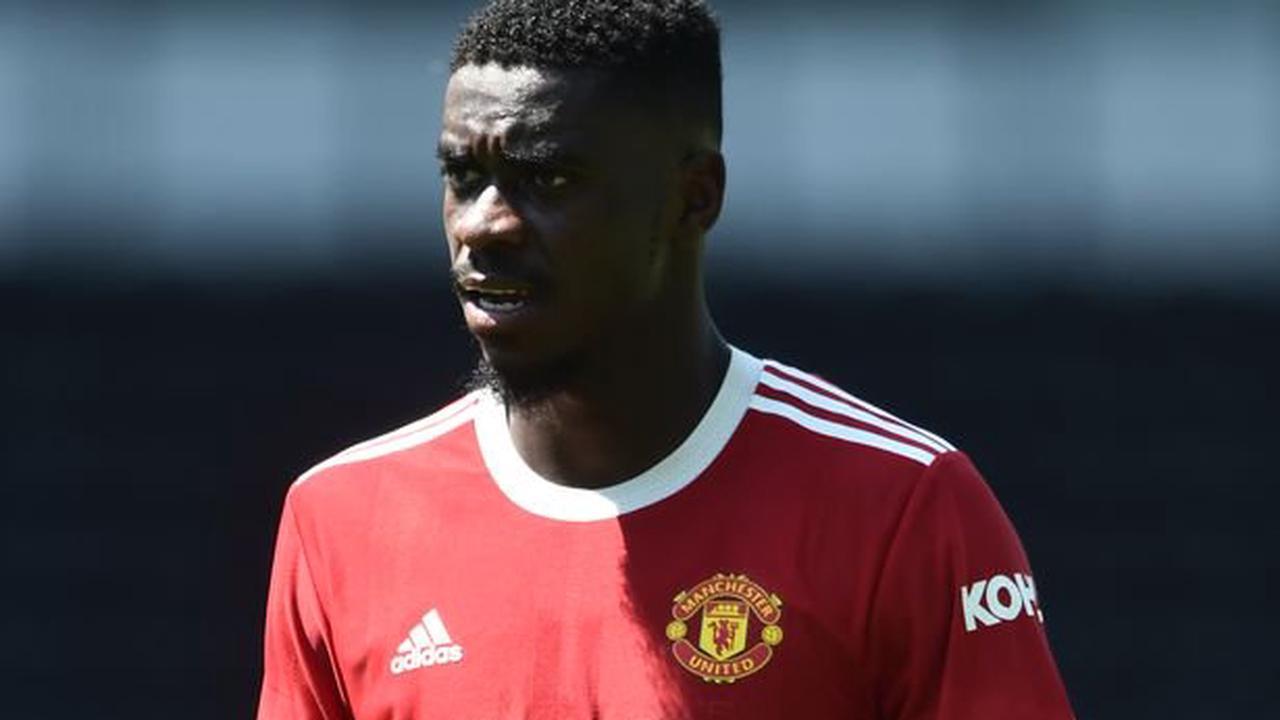 Dean Smith favourite advised against Aston Villa transfer after Man Utd reveal