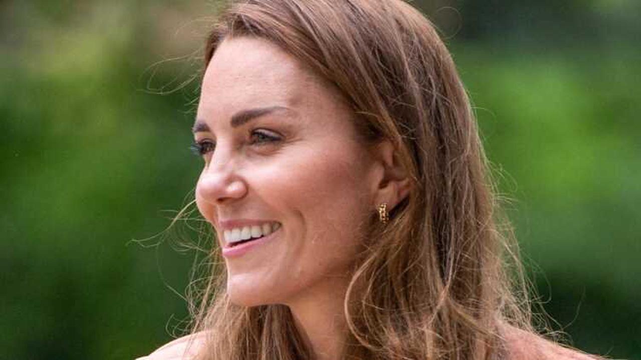 Kate Middleton, une maman comme les autres: elle fait les courses scolaires avec George et Charlotte!