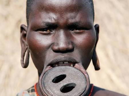 Is This Not Suffering? - See the African Culture Where Girls Cut Their Lips And Put a Plate in it.