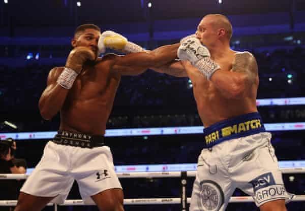 Anthony Joshua and Oleksander Usyk trade blows.