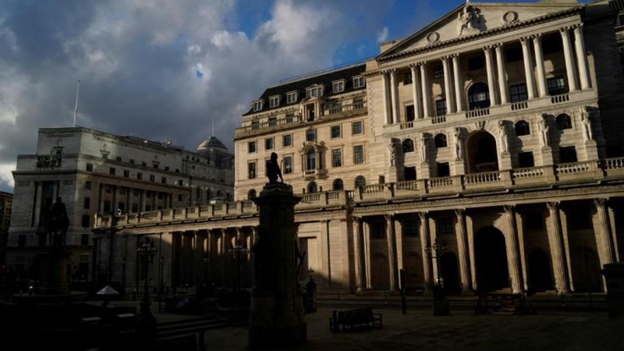 Bank of England mulls inflation threat