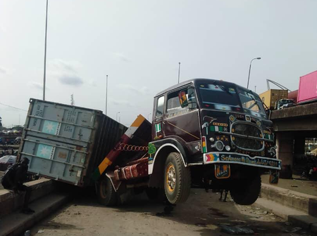 Trailer's head hangs in the air after two containers it was carrying fall off in Lagos