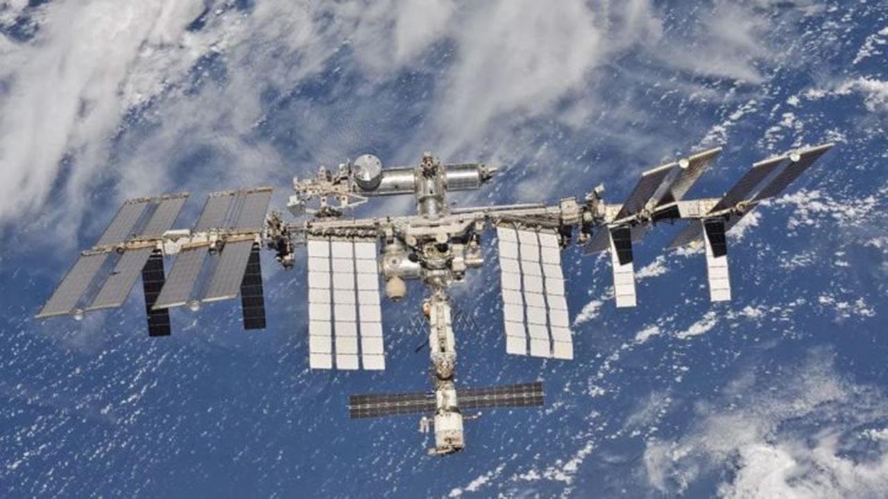 Station spatiale: le premier vol habité aura lieu en janvier 2022