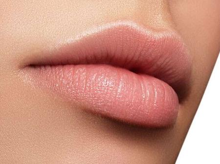 DIY Lips scrub to get soft and pink lips naturally