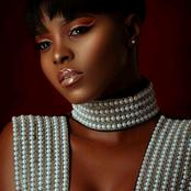 Daphné , couverte de perles comme une reine interroge  ses fans: