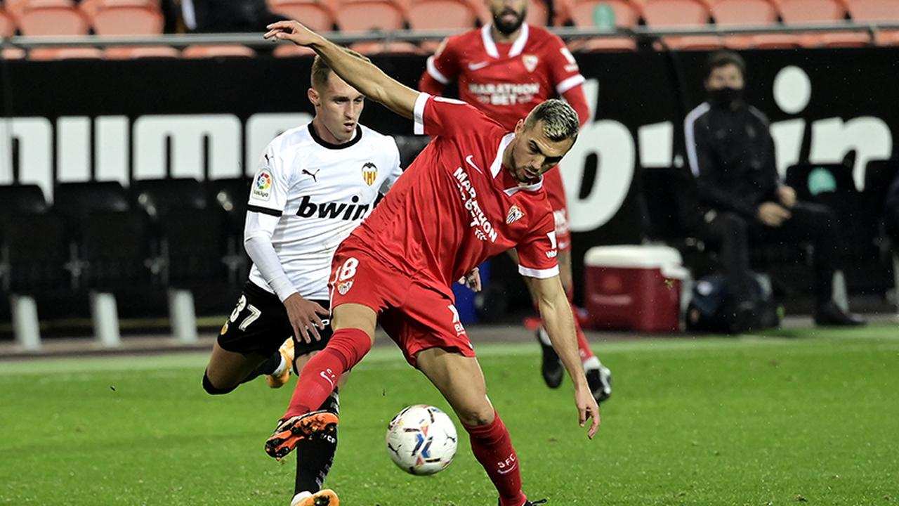 Arsenal considering January swoop for Sevilla star
