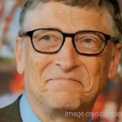 Bill Gates exhibits Why He Prefers Android Over iPhone.