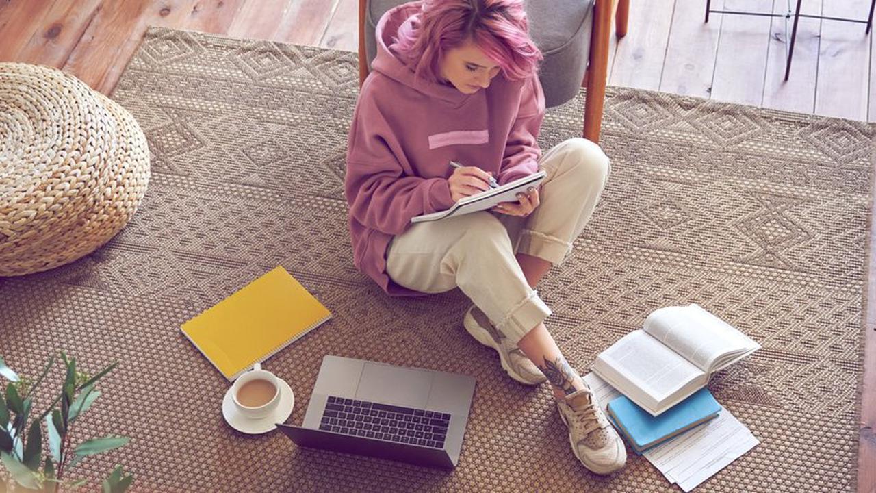 Mit diesen kostenlosen Online-Kursen erweiterst du dein Wissen von zuhause aus!