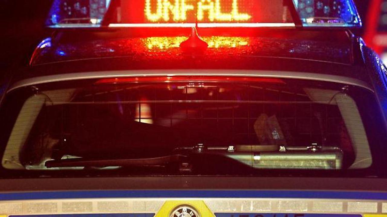 Mann übersieht Sattelzug auf Überholspur: Fünf Verletzte