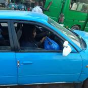 Un chauffeur agressant à partir de son taxi reconnu par sa victime et conduit au Tribunal