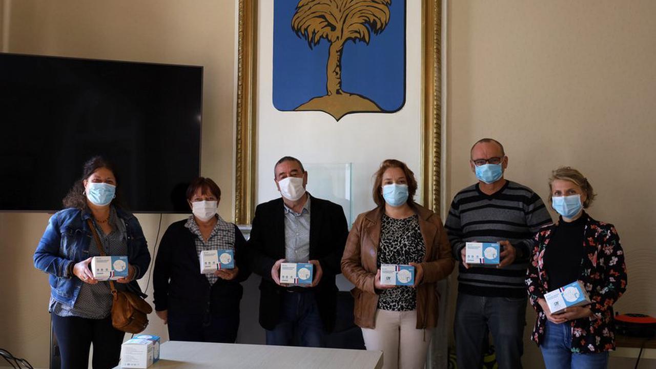 Des masques offerts aux enfants de l'école de La Palme