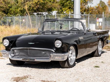 Watch: 1957 Ford Thunderbird successfully and Fastest beautiful Inside