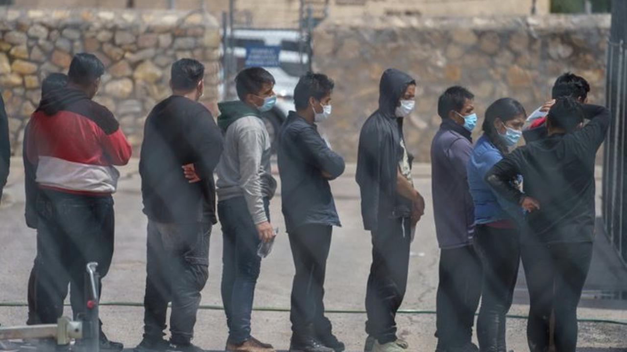 Tausende Migranten campen an Grenze zwischen USA und Mexiko unter Brücke