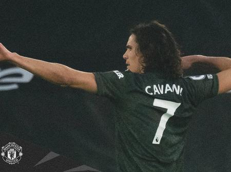 Cavani gets a Manchester United award. See how fans react.