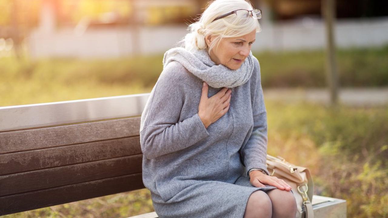 Wenn Sie über 65 sind, müssen Sie nach der COVID-Impfung mit folgenden Beschwerden rechnen!