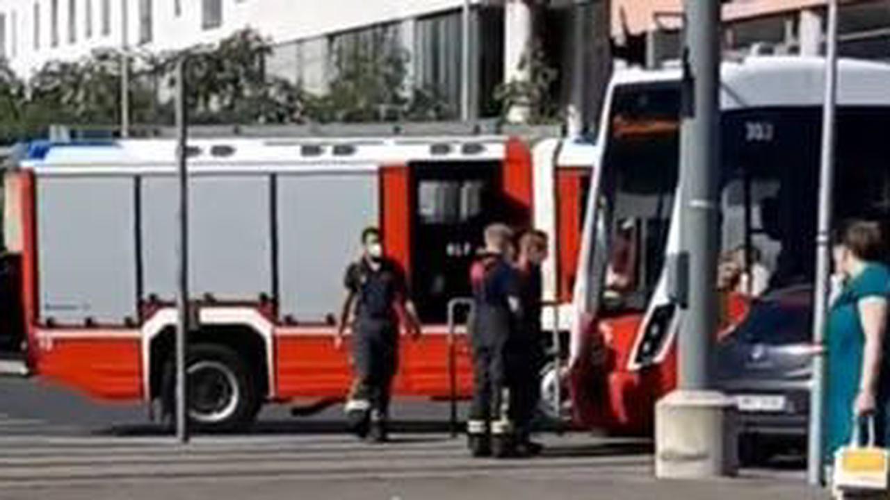 Pkw crasht mit Bim: 21-Jährige verletzt