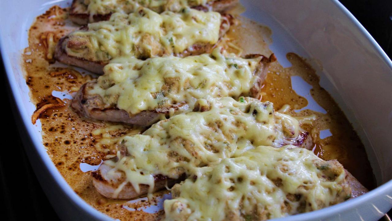 Rezept für überbackene Schnitzel: Ein cremig-leckeres Sommeressen | Genuss