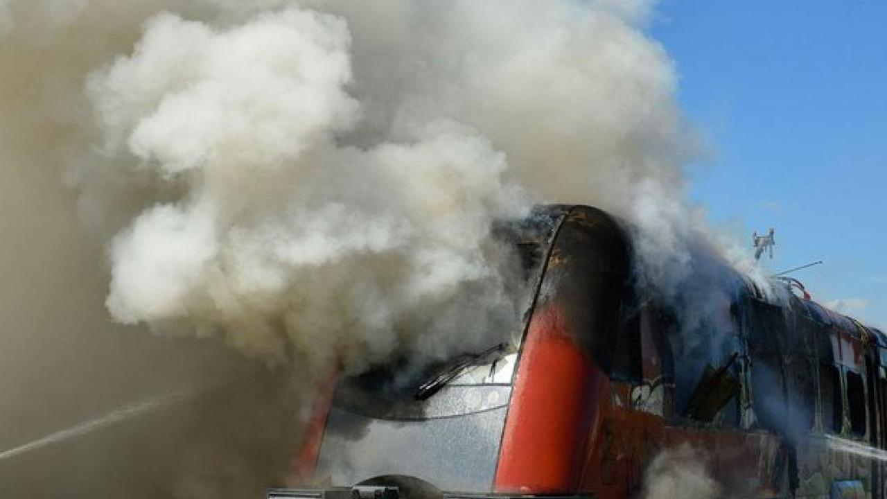 Plau am See: Eisenbahntriebzug in Brand geraten
