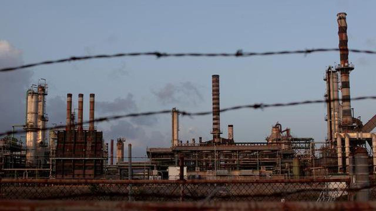 U.S. Justice Department seeks to modify oversight for Caribbean refinery