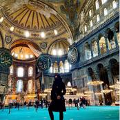 غضب عارم من صورة ممثلة إباحية شهيرة بالنقاب داخل مسجد أيا صوفيا فى تركيا