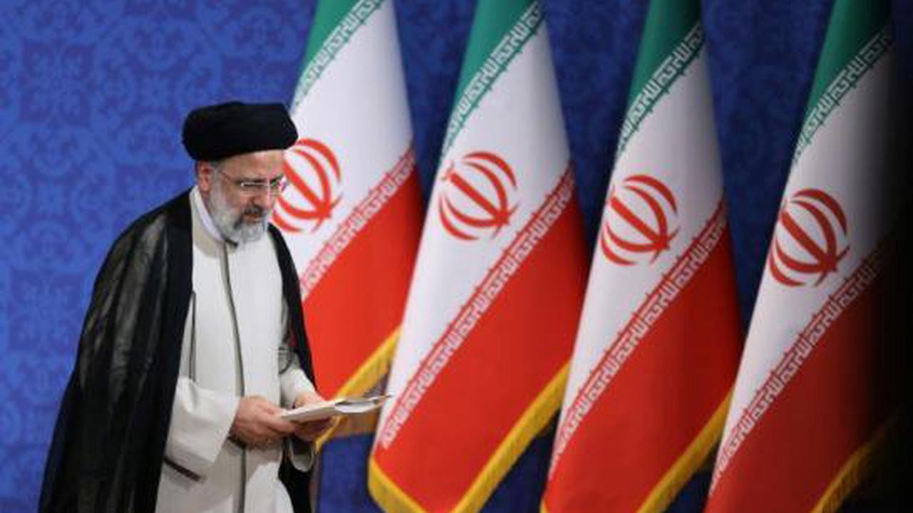 Iran: le président ultraconservateur Raïssi va prêter serment devant le Parlement