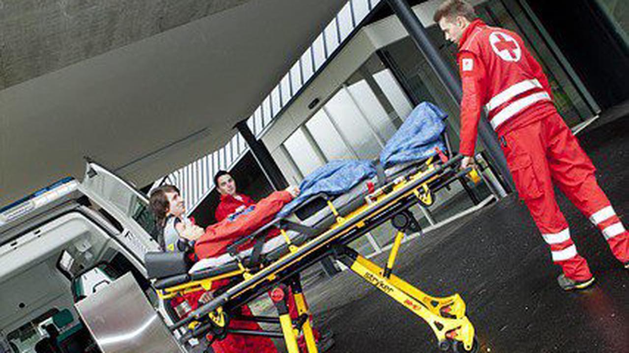 22-jähriger Fußgänger von Auto erfasst und schwer verletzt