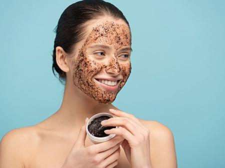 DIY coffee face scrub and mask to get instantly bright skin