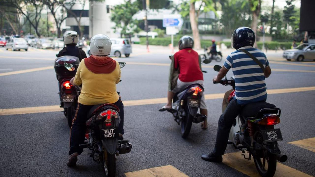 Can You Legally Run Long Red Lights on a Motorcycle?