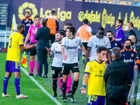 Valencia Players Walk off the pitch after Racial Comments