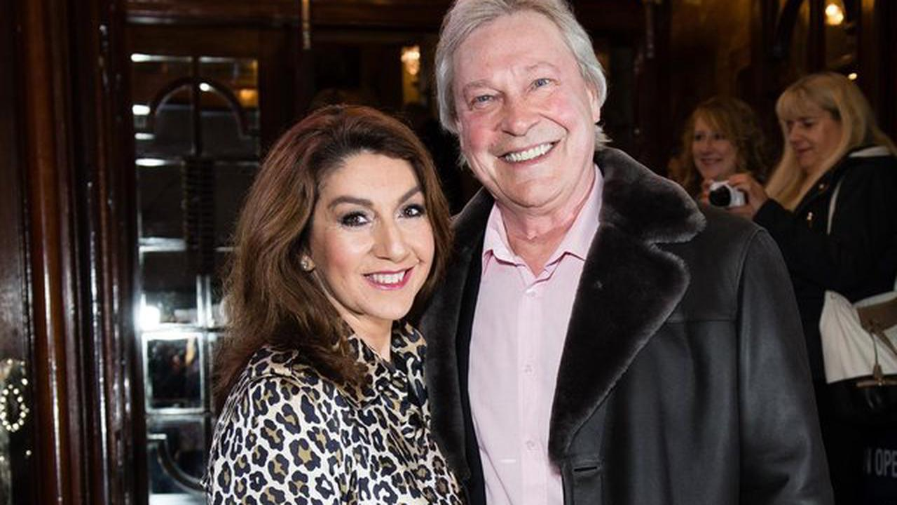 Jane McDonald says thanks as supporters raise £12,000 for Wakefield Hospice in memory of Eddie Rothe
