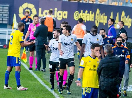 Reason Why Valencia Players Walked Out Of The Field During Their Match Against Cadiz
