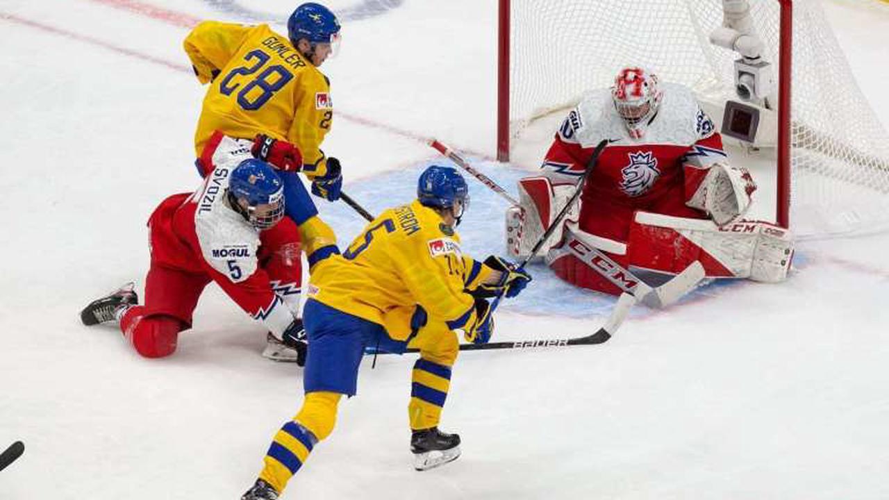 Islanders prospect Simon Holmstrom thriving at the World Juniors