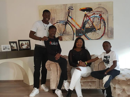 Taye Taiwo's age, customized sitting room, watch, cars, house, shoes, wife, children, current team