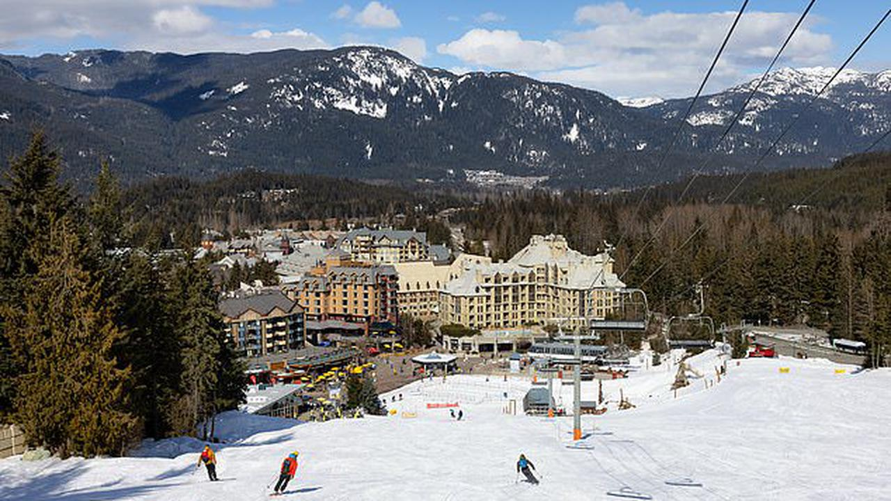 BREAKING NEWS: Whistler ski resort is forced to shut down after officials confirm at least 877 cases of the Brazil COVID variant in British Columbia