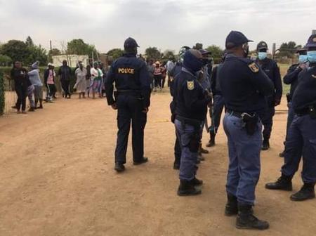 Shooting happens on the Saasa queue in Durban and one man dies