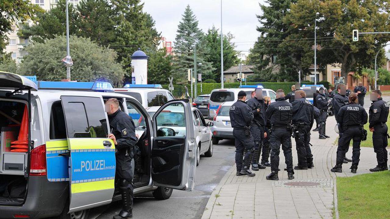 Hansa gegen Schalke: Polizei-Großaufgebot bremst Hansa-Fans aus