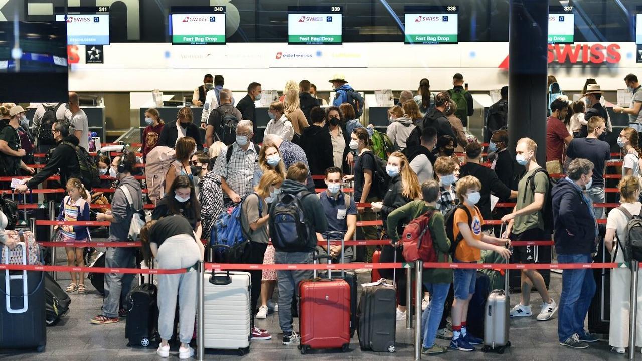 Zahlreiche Touristen stranden am Flughafen