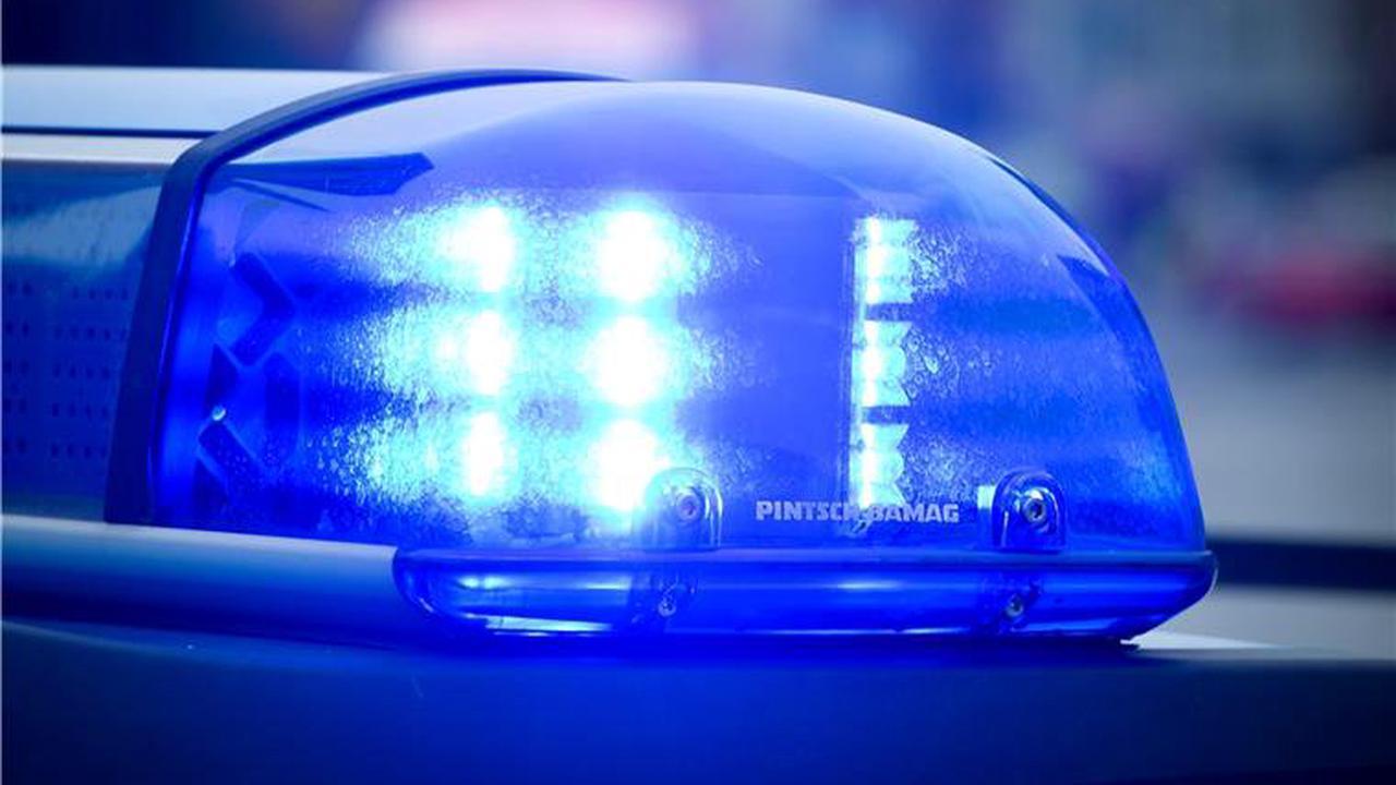 A27: Steinewerfer treffen Auto bei Wehden