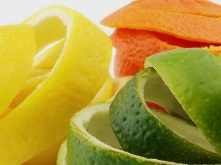 11 Amazing Health Benefits And Home Uses of Orange Peels