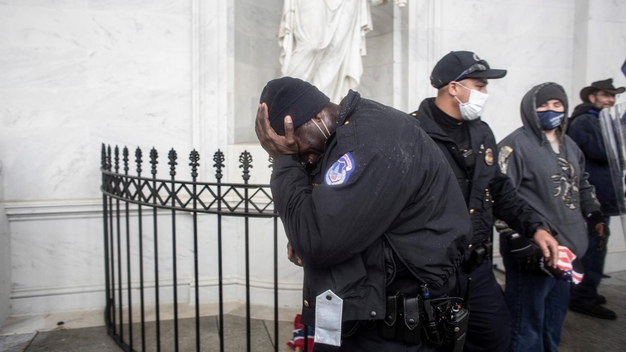 Capitole envahi : décès d'un policier blessé lors des affrontements