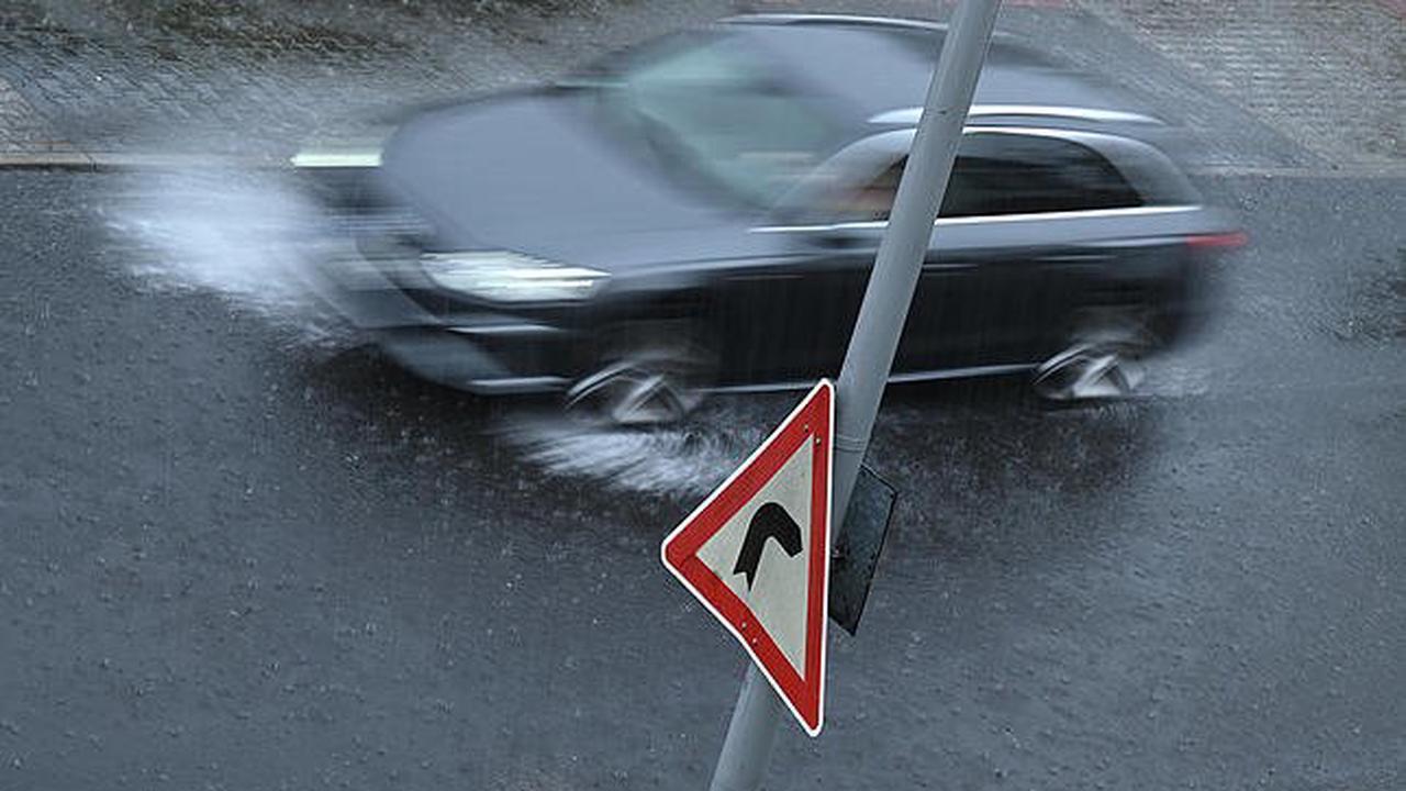 Kreis Waldshut: Starke Regenfälle sorgen für umgestürzte Bäume, überflutete Straßen und Keller im Landkreis Waldshut