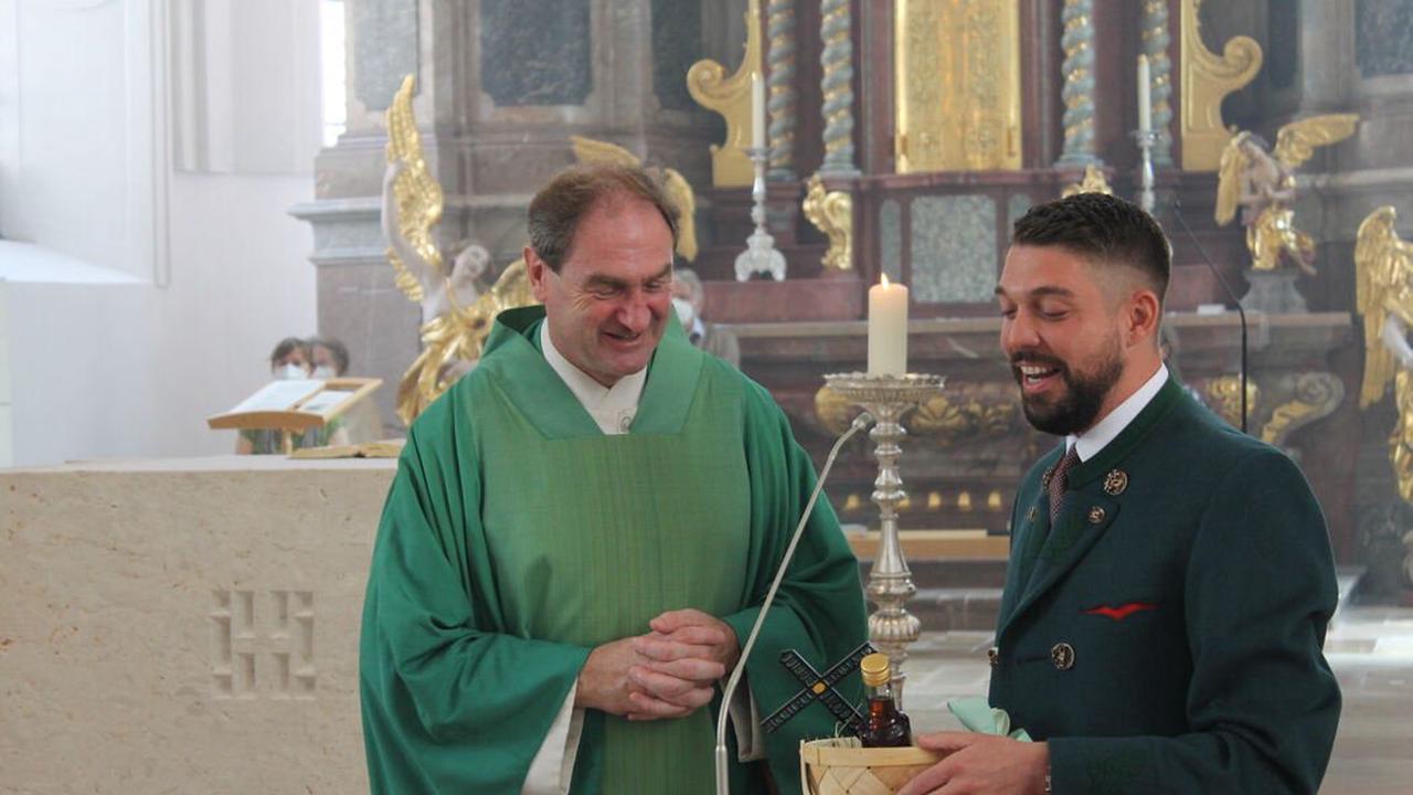 Abschied von Pfarrer Lindl: Ein Rucksack mit viel Lebensfreude für die Zukunft