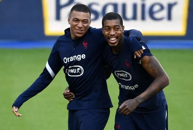 PSG striker, Kylian Mbappe pictured hugging France team-mates in training hours before testing positive for coronavirus?(photos)