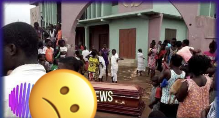 e18e7b54a6ef896b933709e09c1a5cf3?quality=uhq&resize=720 - Residents of Sunyani in fear as strange coffin appears and it refuses to burn even with petrol