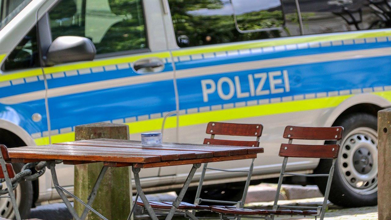 Ausgeraubt: Drei Schläger prügeln Opfer am Karlsruher Bahnhof nieder