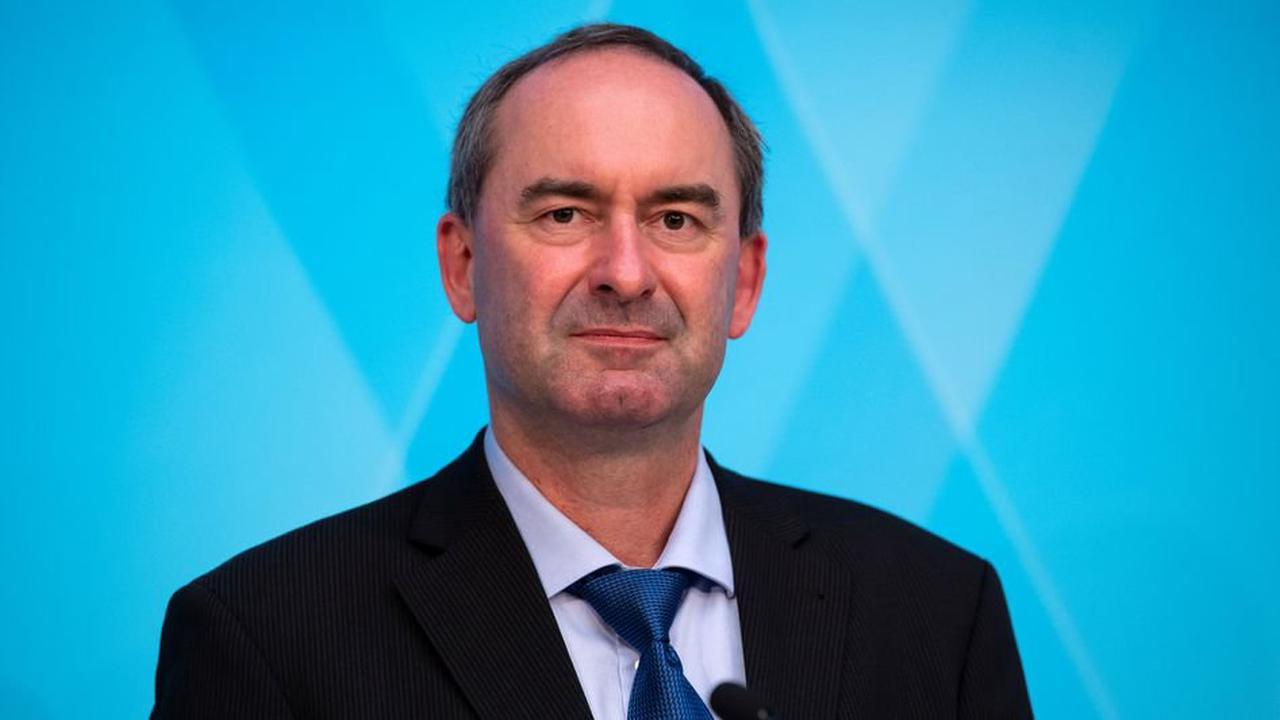 Corona-Impfungen: Bayerns Gesundheitsminister nennt Hubert Aiwangers Äußerungen »fatal«