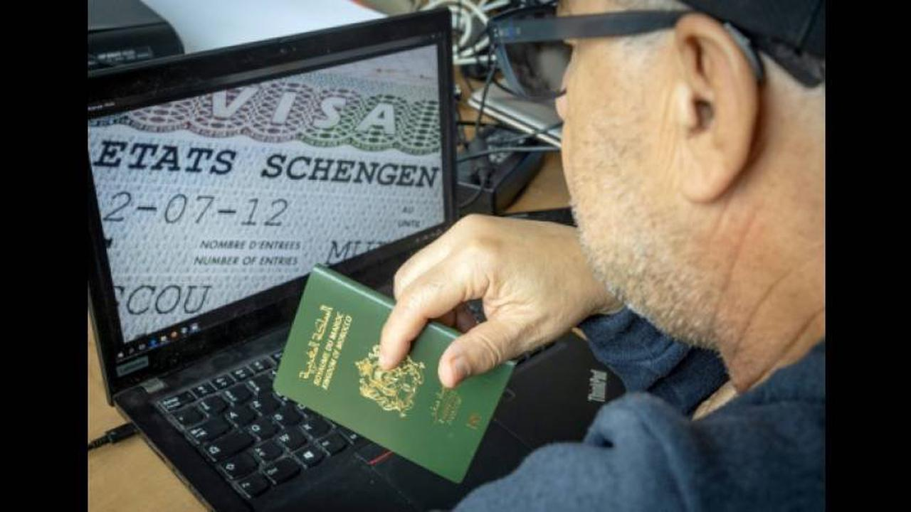 Expulsions: la France met la pression sur le Maghreb