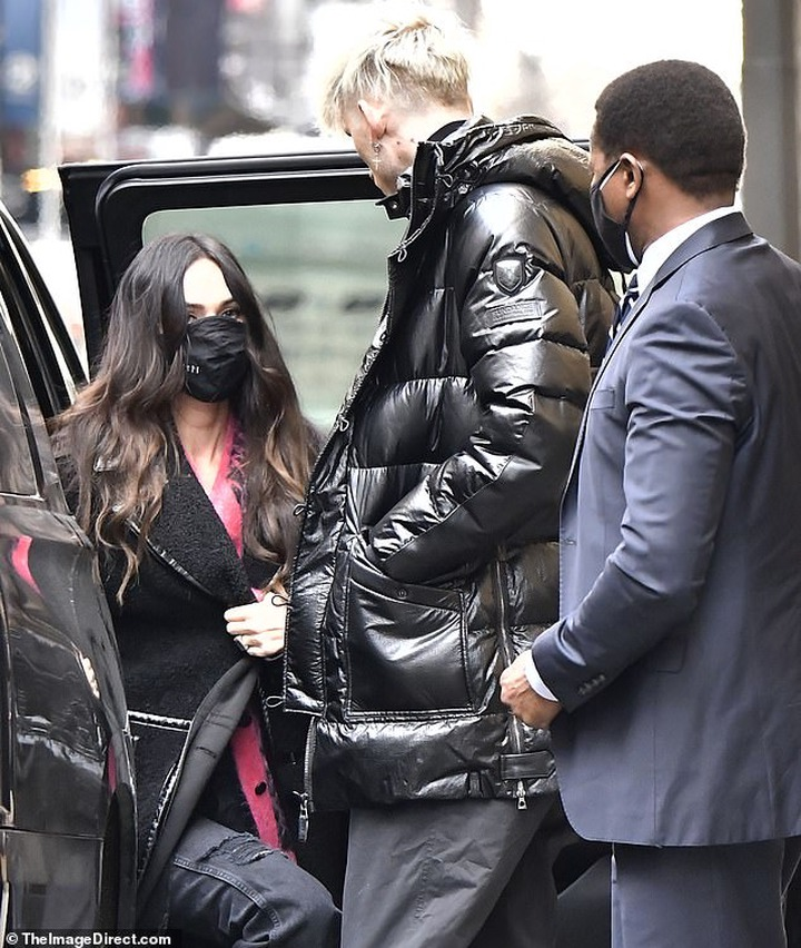 Megan Fox and Machine Gun Kelly spark engagement rumors after she?s spotted wearing band on wedding ring finger (Photos)