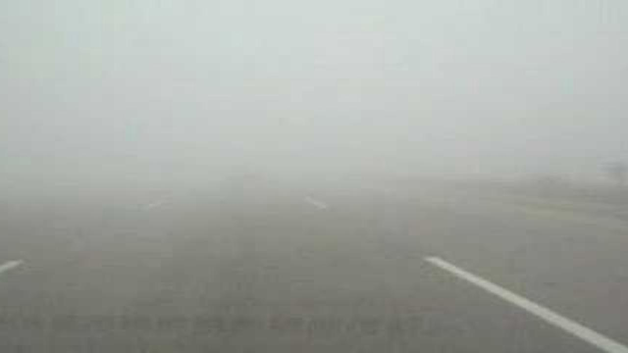 Fog disrupted traffic in Punjab and Sindh on Sunday